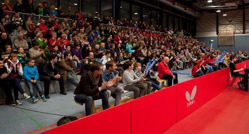 /Zuschauer beim TT-Bundesligaspiel in der Wingert-Sporthalle.jpg
