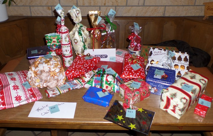 Einige der Geschenke der Weihnachtsfeier