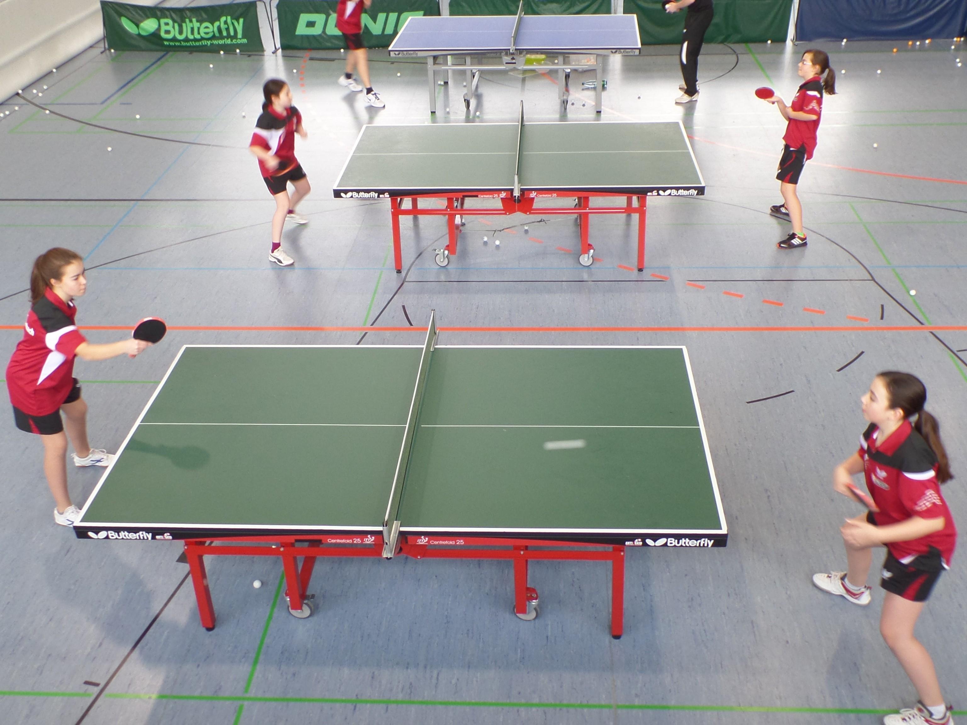 Schülerinnen im Training vor dem Match gegen Eschbach