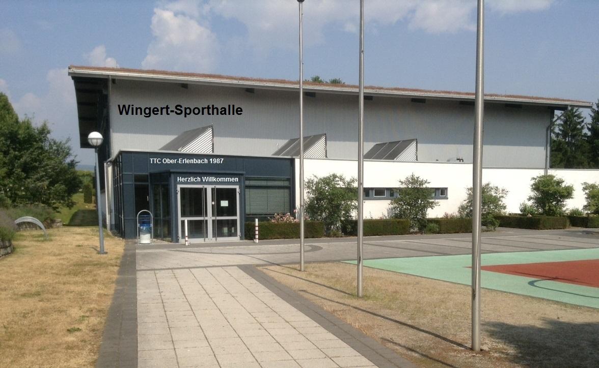Wingert-Sporthalle mit Schriftzug Herzlich Willkommen