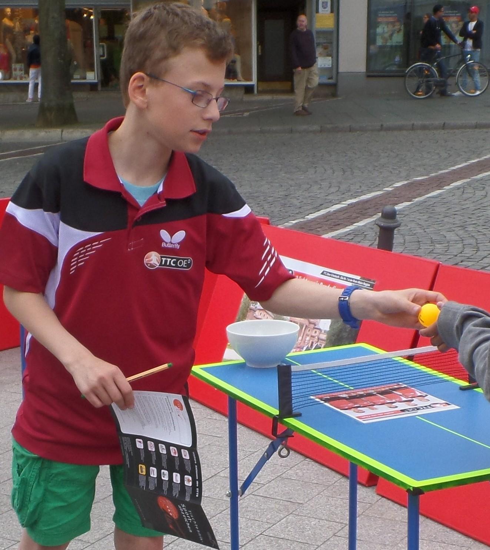 /ttcoe/bilder/verein/Lasse Wohlers ein sehr hilfsbereiter Junge des TTC OE.jpg