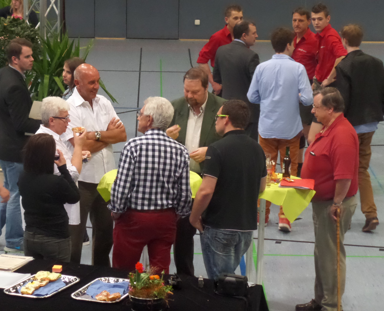 /Moderator Werner Damm im Gesprch mit den Vertretern vom Sportamt.JPG