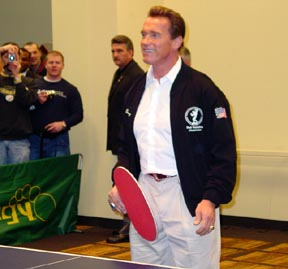 /Arnold Schwarzenegger mit TT-Schlger.jpg