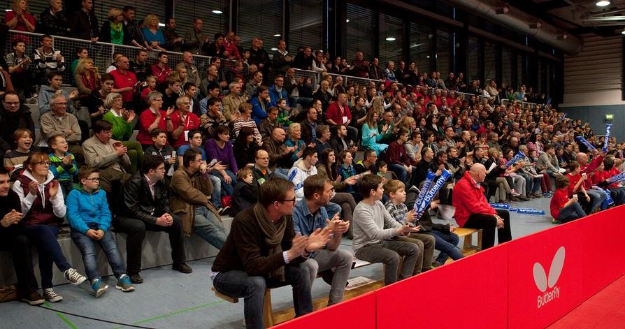 /artikel/14-15/Zuschauer beim TT-Bundesligaspiel in der Wingert-Sporthalle - Edited.jpg