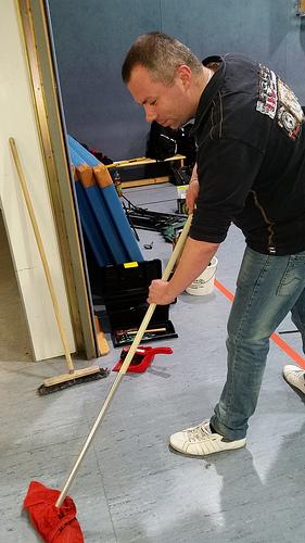 /artikel/14-15/Jan beim Putzen.jpg