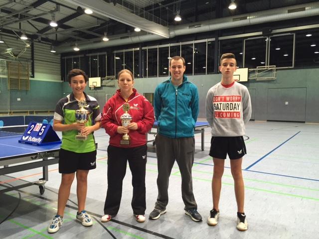 Die Sieger von links: Max Bartsch, Katrin Schmidt und das Doppel Sören Sobek/Daniel Tkalitsch