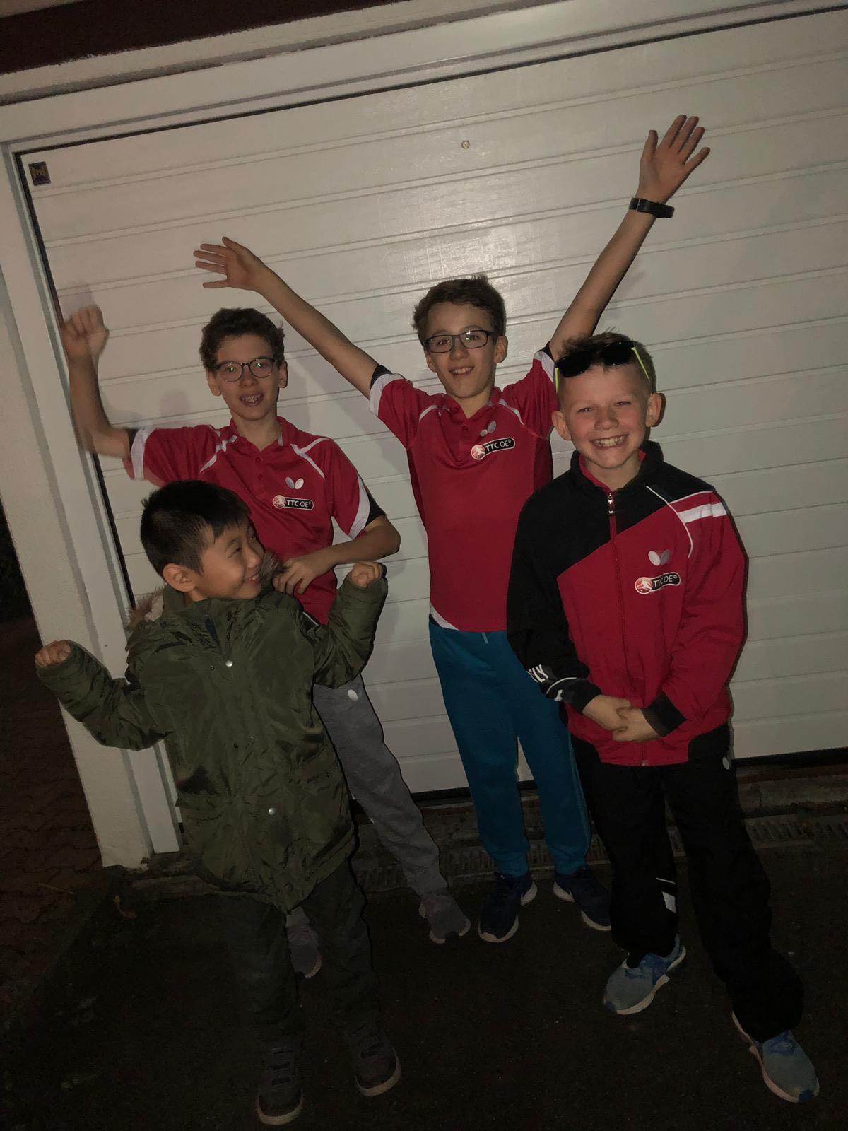 Das Meisterteam nach dem entscheidenden Spiel (von links: Fan Len Kubota, Contantin Ippach, Filip Eberhardt und Lukas Vatheuer)