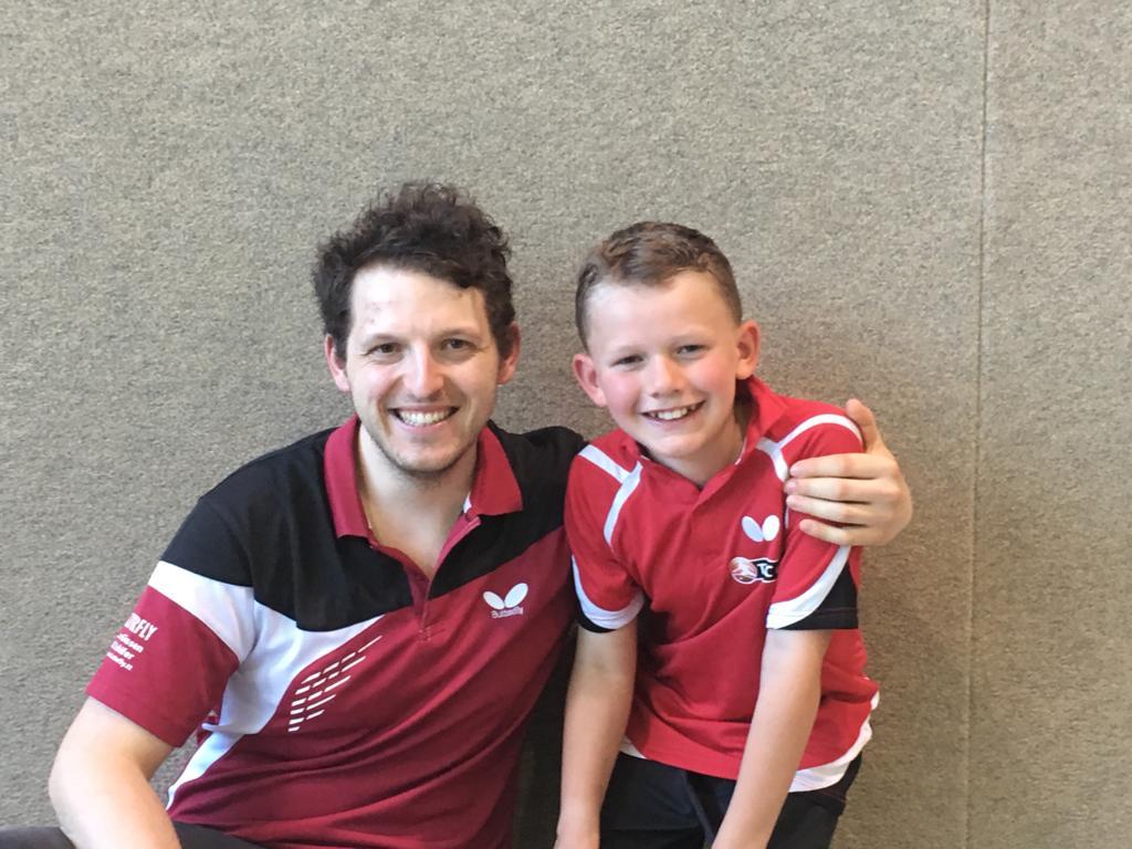 Zwei glückliche Gesichter nach einem harten Turniertag: Lukas Vatheuer (rechts)  mit seinem Coach Christian Kaiser